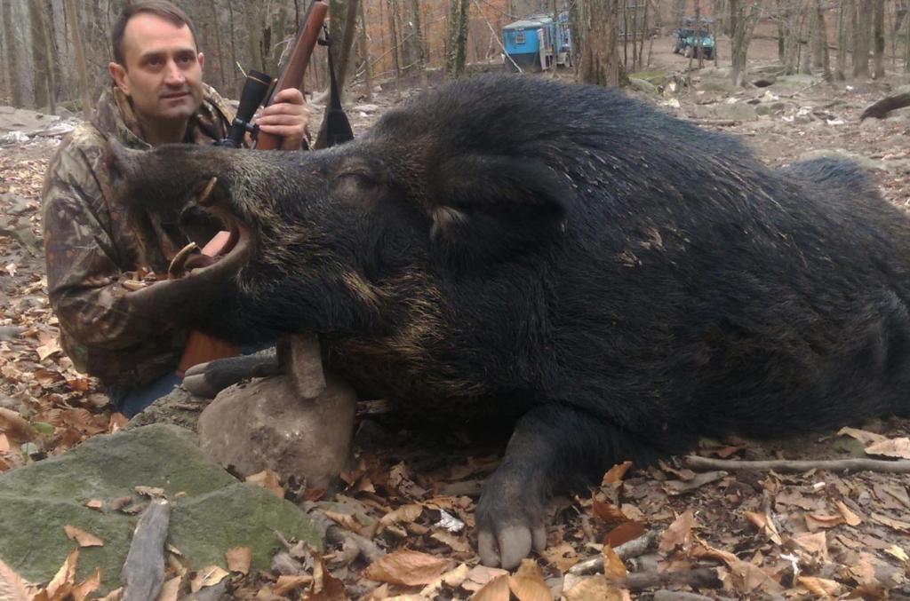 Охотник с убитым боровом.